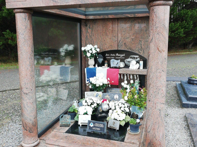 Vitrerie pour pierre tombale et monument funéraire 85
