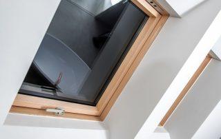 pose de fenêtre de toit 85